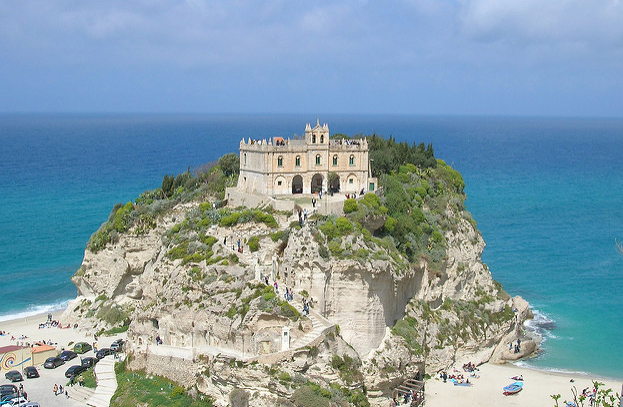The village of Tropea, Italy. Photo by Flickr user catepol, used with Creative Common license